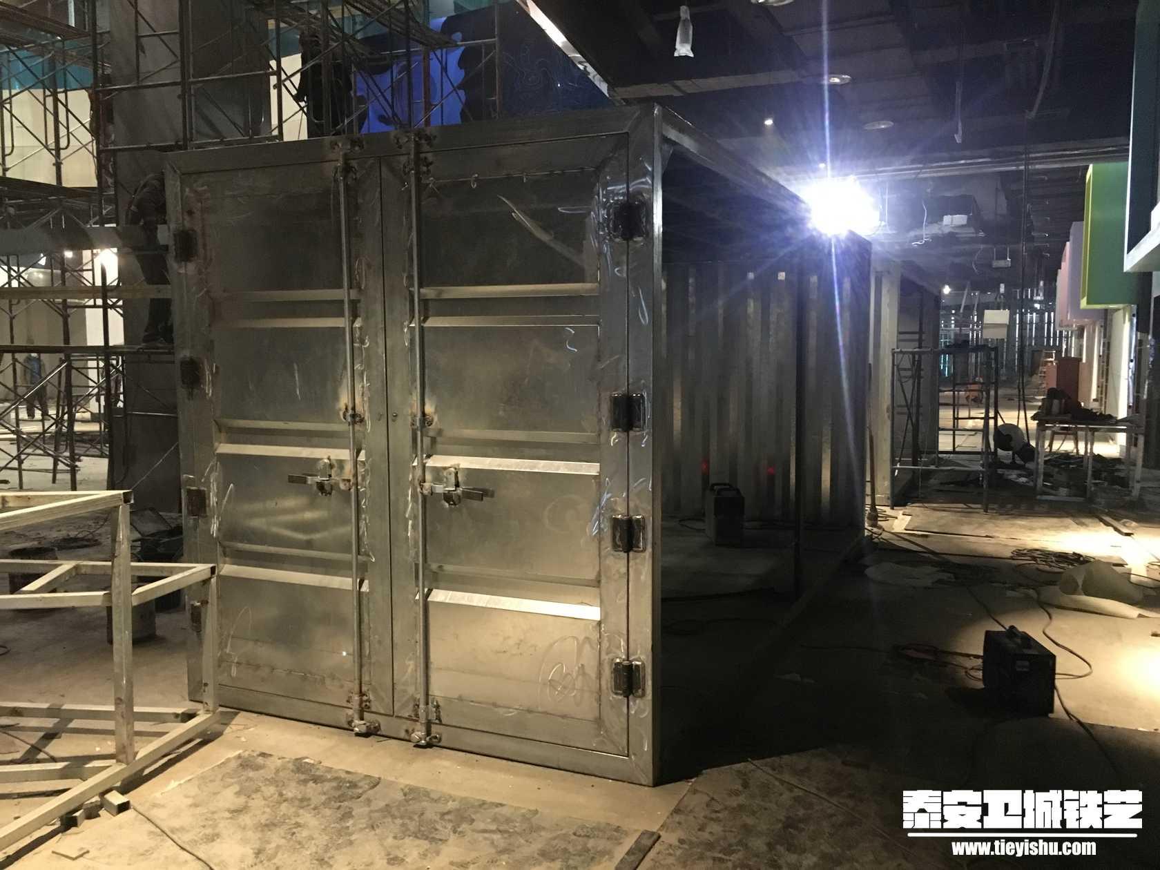 主题集装箱商铺-铁艺货架THJ2016122-青岛万象城
